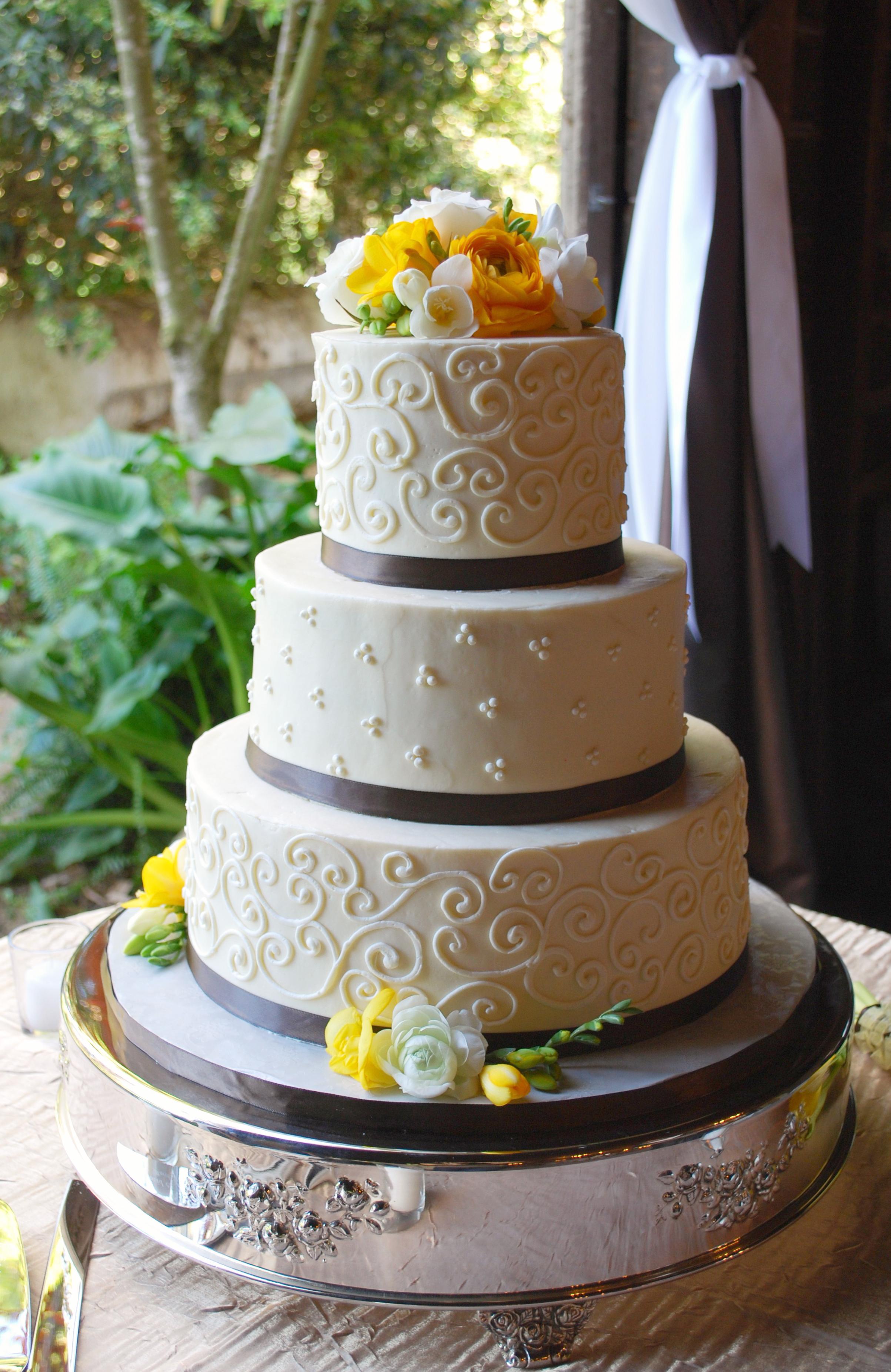 Buttercream swirl cake (2) copy.jpg
