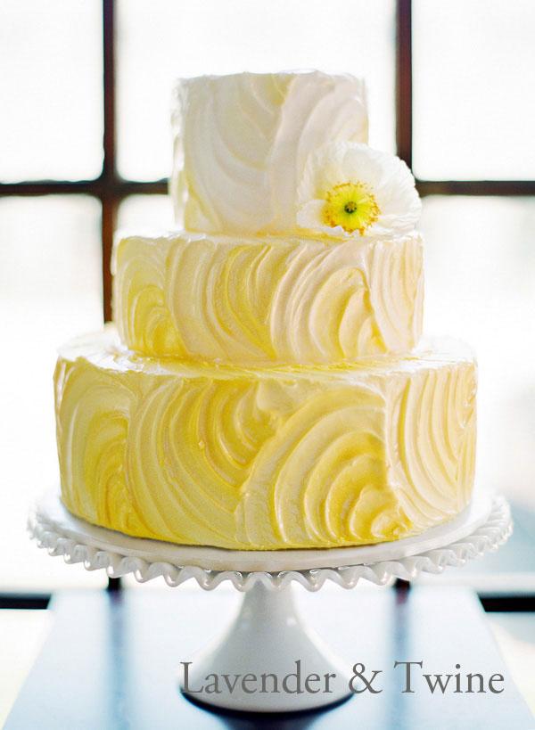 Yellow-circle-textured-buttercream.jpg
