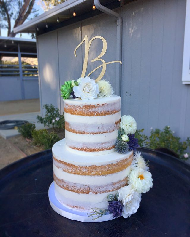 This was such a beautiful wedding to be a part of! @brookviewranch @cynthiaalexanderevents @brownandcodesigns @donutsnob @knotjustflowers @partypleasers @mylovelyevents #instacake #nakedcake #nearlynakedcake #cakelife #nakedcake #ventura #weddingcake #sweetlife