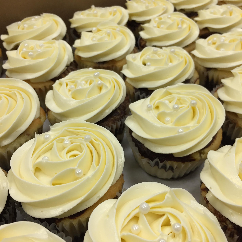 Buttercream rosette cupcakes.JPG