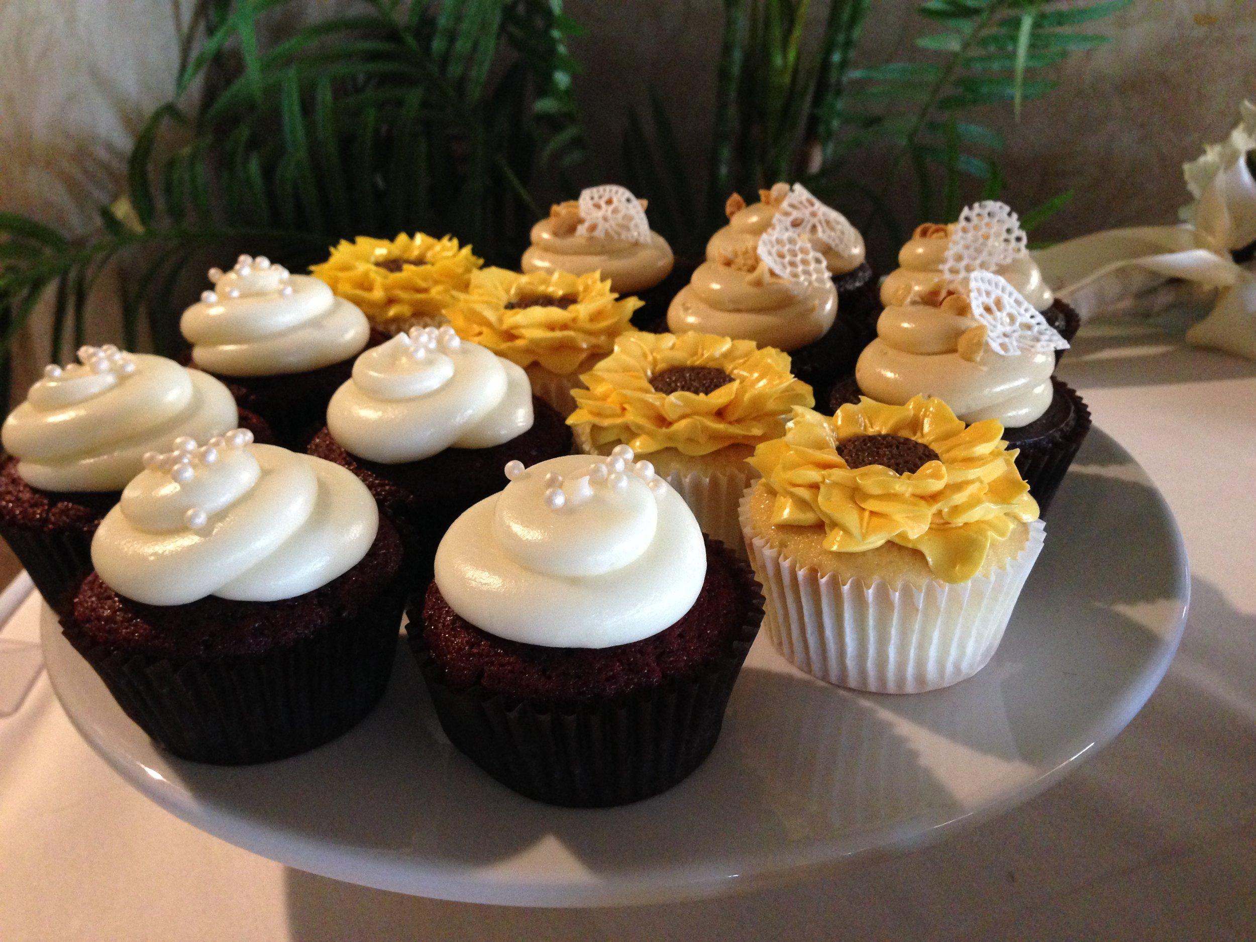 Sun flower cupcakes.JPG