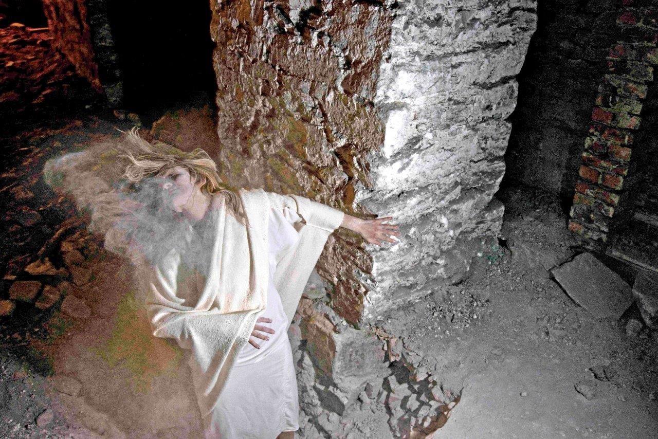 """Foto: Jacob Buchard. Fra """"Not just an angel"""" i Kristiansand Domkirke. Bildet er tatt fra kjelleren. Kostymet er laget av min skjønne søster Veronica B Vallenes."""