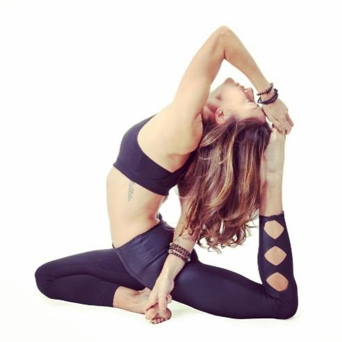 I'll take my pigeon with a thigh stretch and raise ya a bind, @syj_yoga xo.😘🧘🏻♀️🥰 • #itme #pigeonpose #thighstretch #oldie #profpic #syjtanks #yoga yoga #yogini #tattoo #athlete #athleta #powerofshe #wildatheart