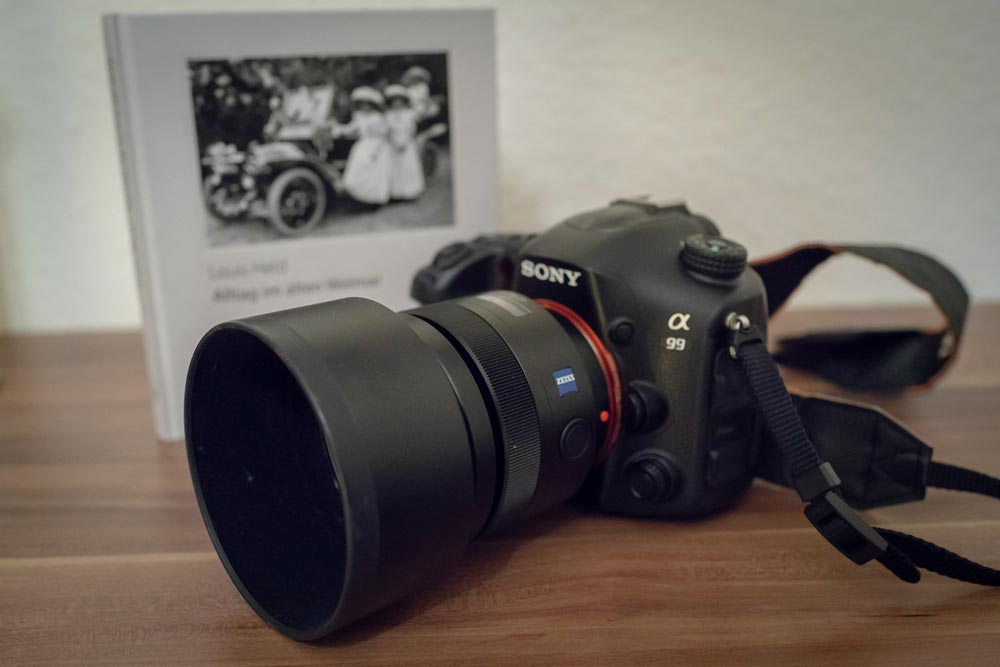 Sony A99 - Nicht zuletzt für die Hochzeitsreportagen und die Stadtportraits, sowie einige andere Auftragsarbeiten benötige ich eine Kamera mit Wechselobjektiven. zusätzlich zur A99 kommt parallel eine A7II zum Einsatz, bei der ich die Objektive adaptieren kann.