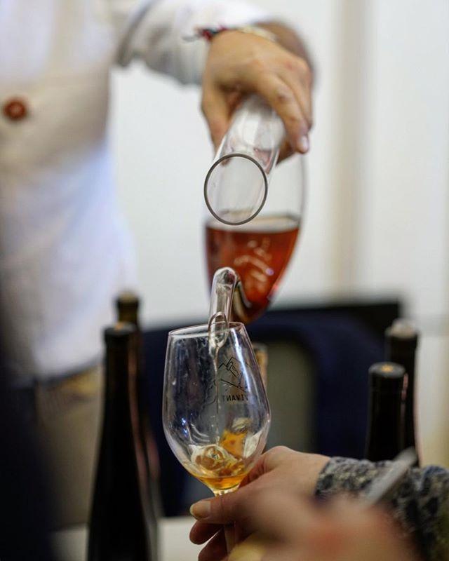 C'est parti ! Nos vignerons vous accueille à Zurich, au Volkshaus jusqu'à 19:00 ce soir. Venez découvrir leur travail... . It's on! Our winegrowers are expecting you until 7pm tonight at the Volkshaus in Zurich! Come meet them... . . #vinvivant2019 #vinvivantswitzerland #winefair #naturalwine #swisswine #vinsnaturels #vinonaturale #morethanwine #naturalwineapp #slowfoodromandie @naturalwineapp @morethanwine_