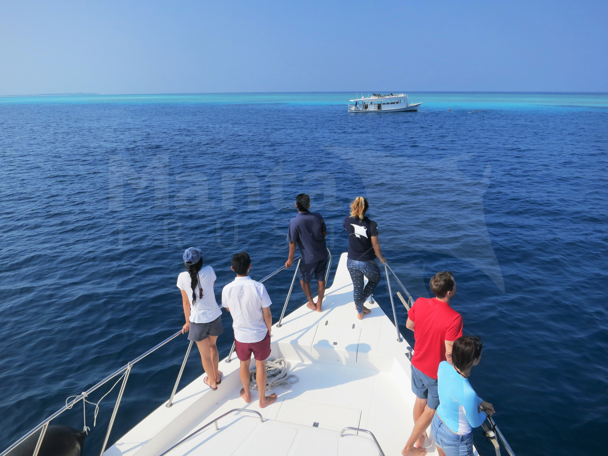 MT_Giving Manta Briefing with 10 Step Guide_Lhaviyani, Maldives_Nong (6).jpg
