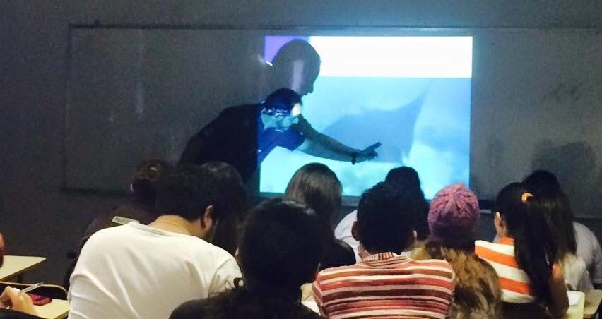 gui+kodja+giving+a+talk+on+oceanic+mantas+in+a+Brazilian+University.jpg