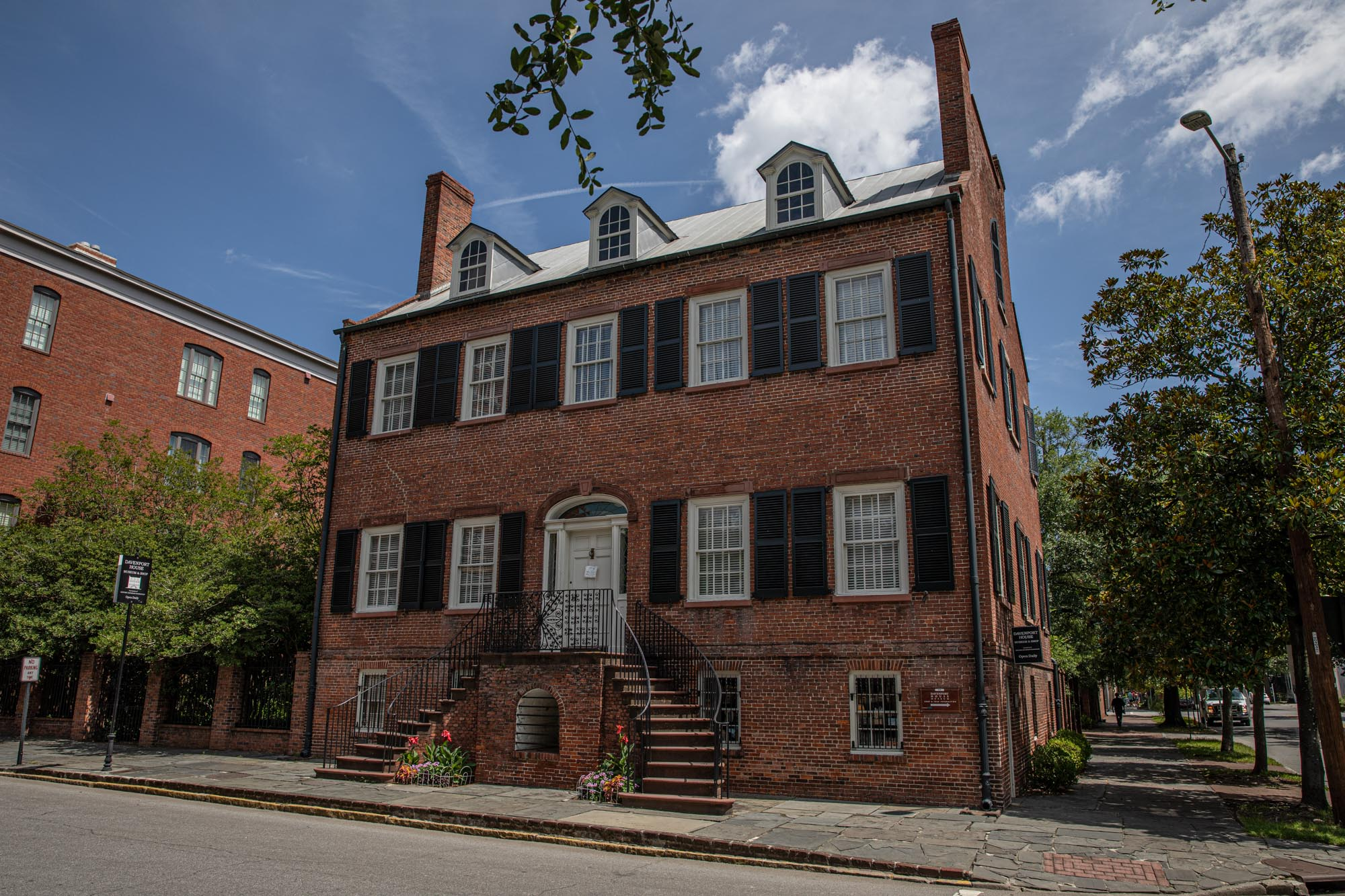 The Davenport house  Master builder Isaiah Davenport, a native of New England, designed and built the Federalist style home as a dwelling for his growing household as well as a demonstration of his building skills in 1820-1821.