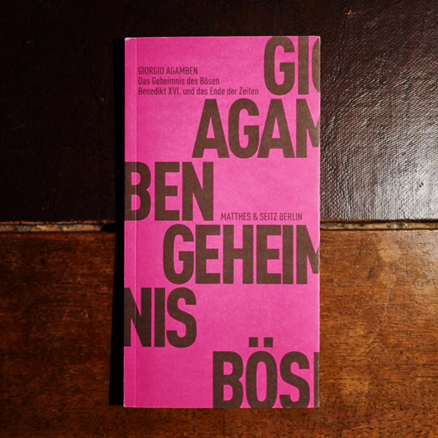 Giorgio Agamben,  Das Geheimnis des Bösen. Benedikt XVI. und das Ende der Zeiten  (Berlin: Matthes & Seitz, 2015).   Buch der Woche vom 18.02.2018
