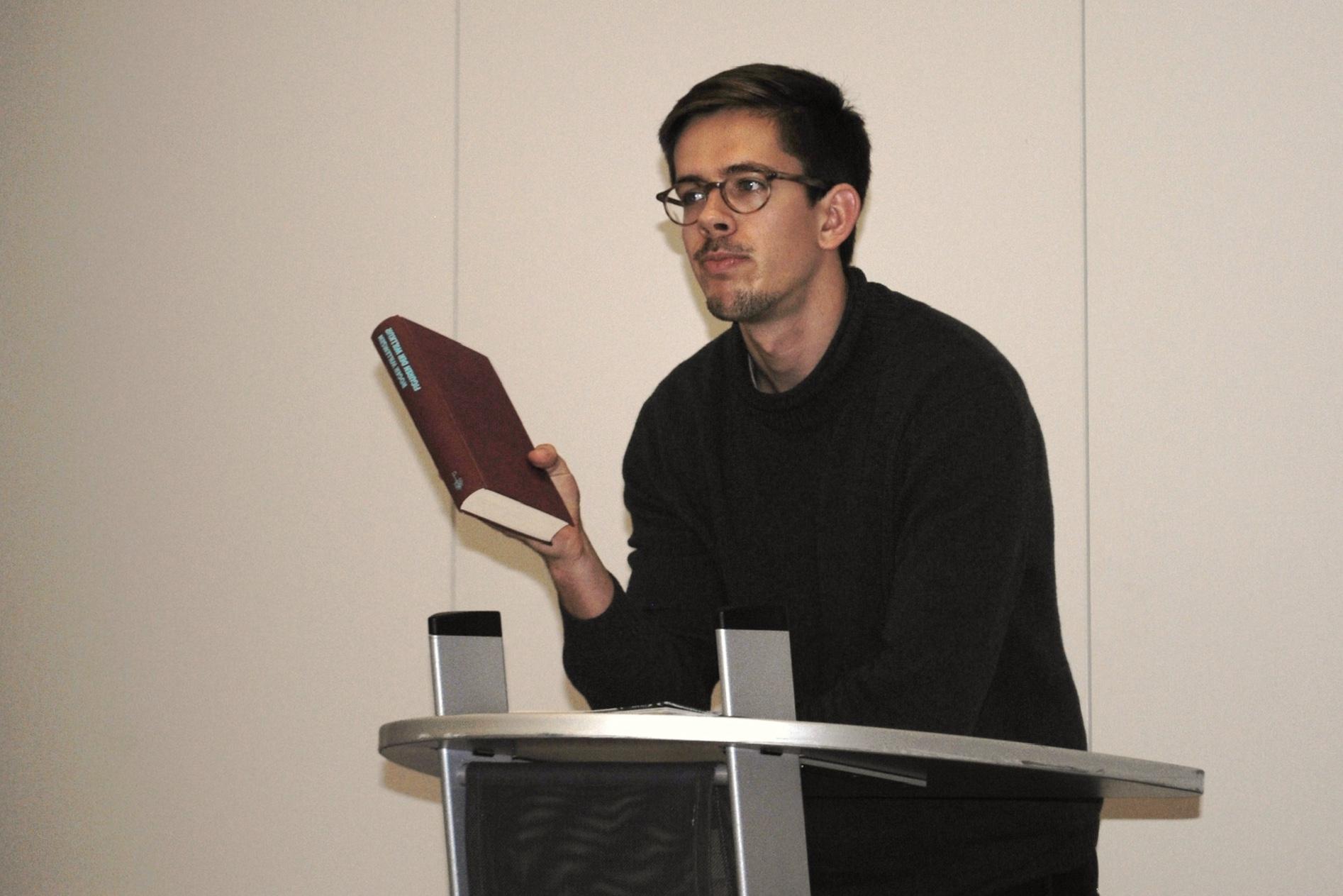 In der Hand, unser Gründungswerk: Roger Willemsens  Figuren der Willkür