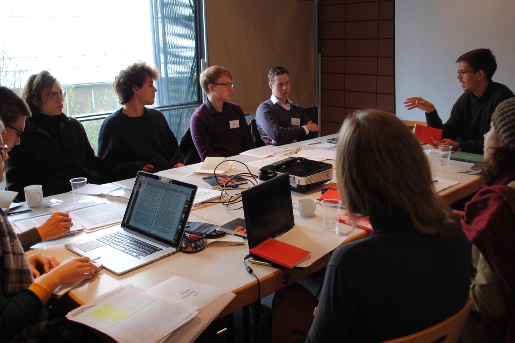 Diskutiert wurden Bücher von Chantal Mouffe und Daniel-Pascal Zorn