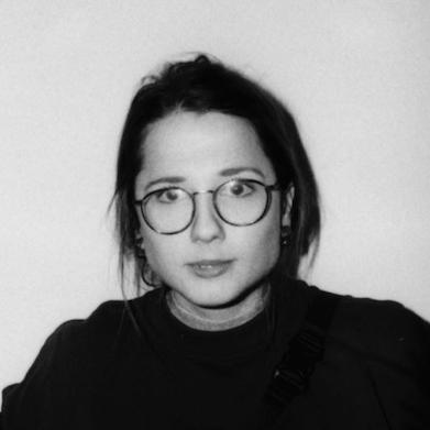 Clara Neubert  Geht »gegenwärts«.  Protagonistin des gleichnamigen Podcasts