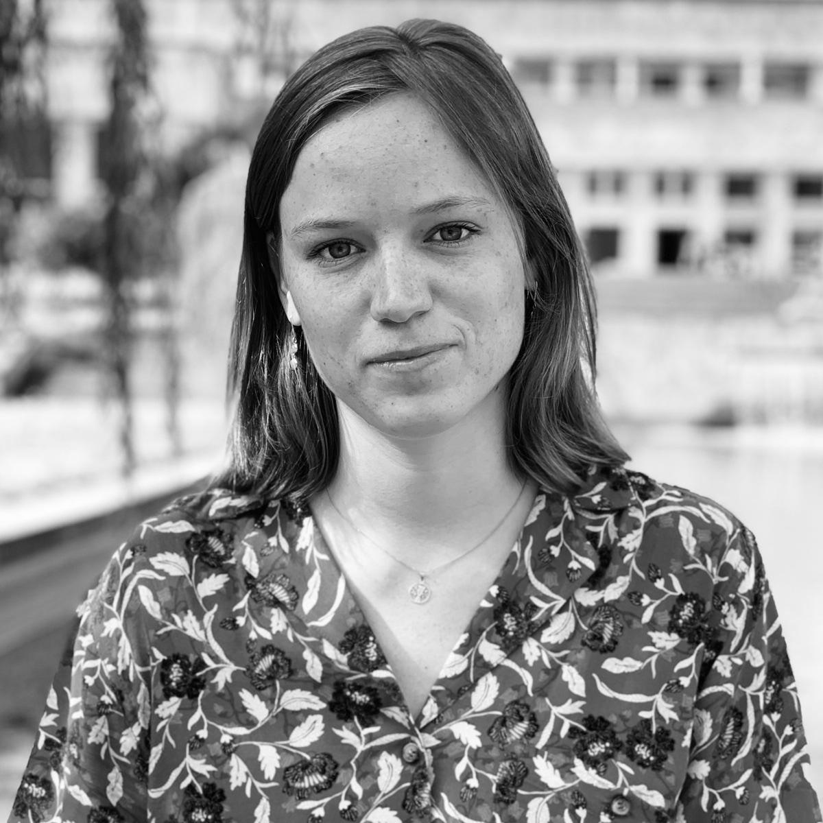 Pia Amelung  Assistiert Hofmannsthal.  Produziert die Texturen