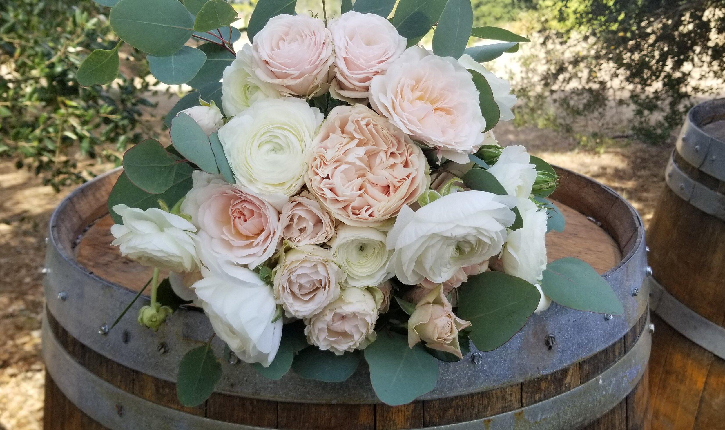 2019-09-29 bouquet Blush and white .jpg