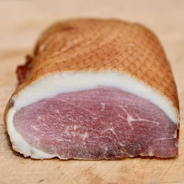 In addition to smoked duck breast @bonticouducks also offers smoked goose breast!  Full of flavor and extremely versatile, we love it whether part of a charcuterie spread or a salad topping.  We also have smoked legs as well for those who prefer dark meat.  If there is anything in particular you would like us to bring to @tasteofthecatskills next weekend please feel free to email us at info@bonticouducks 📷 Mark Bauman  #bonticouducks #goose #geese #heritage #freerange #freerangepoultry #pasturedpoultry #hudsonvalleyfarm #tasteofthecatskills  #hudsonvalley #smokedleg #smokedduckleg #smokedgooseleg #highfalls #smokedgoose #smokedgoosebreast #smokedduck #smokedduckbreast #embden #embdengoose #embdemgeese #toulouse #toulousegoose #toulousegeese #heritagegoose #heritagegeese #holidaygoose #roastgoose #roastedgoose #holidayroast