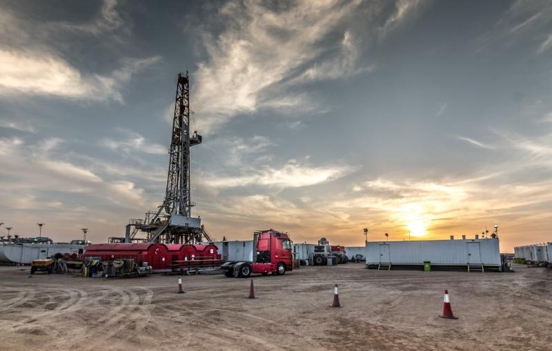 Drilling rig sunset in Basra.jpg