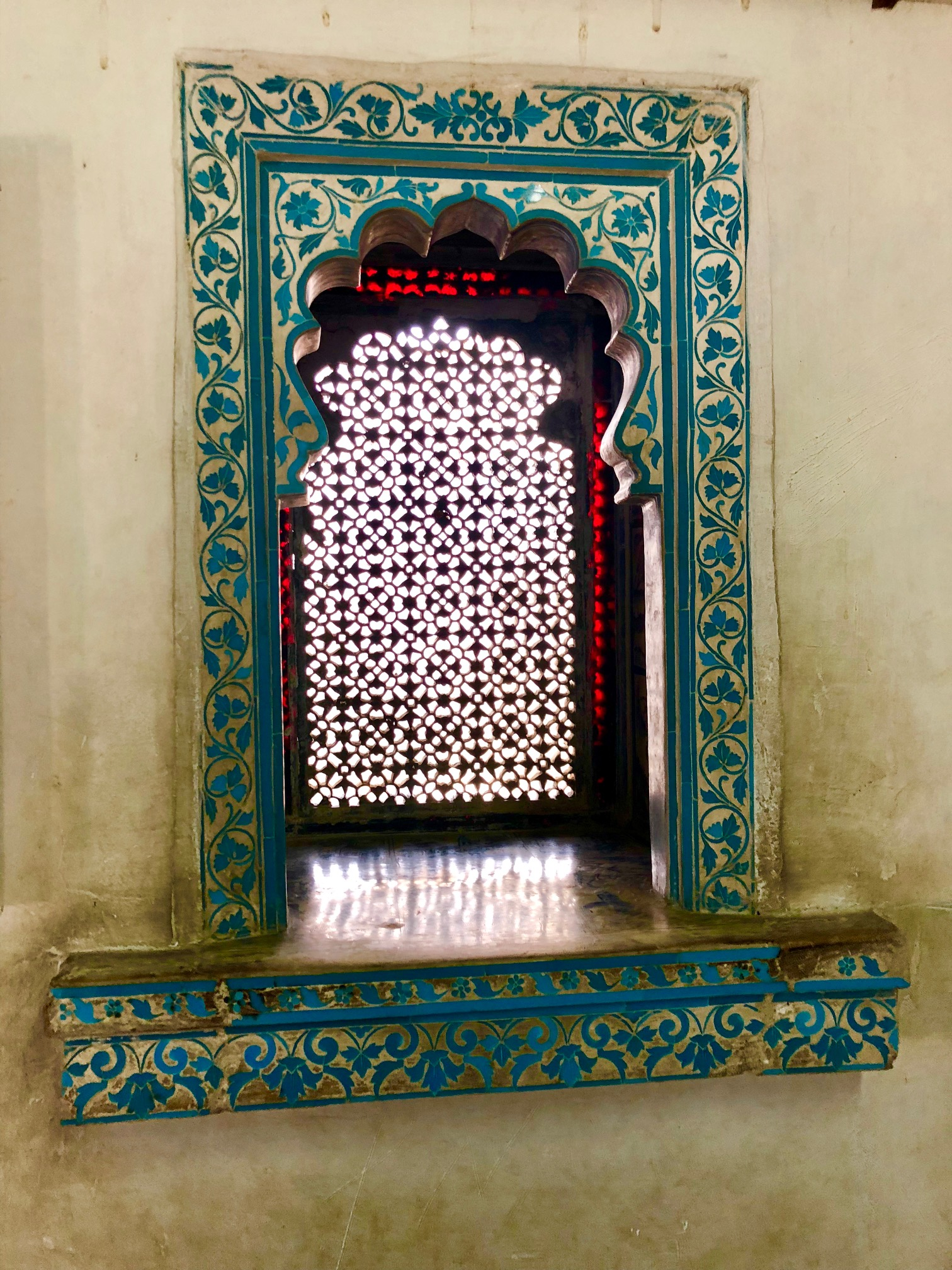 Udaipur Palace window.jpg