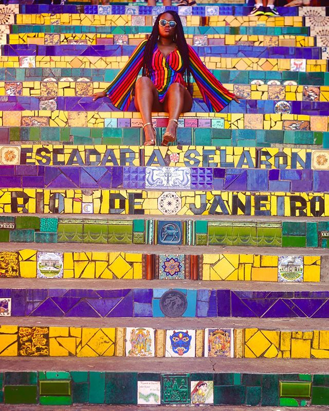 On Monday's we do colors. ⁣ Lots of them 🇧🇷⁣ Happy Monday 🤪 •⁣ •⁣ •⁣ •⁣ #wanderlust #travelblogger #travelguide #iamatraveler #travelgram #instatraveler  #travelphotography #seetheworld #travelislife #instatravel  #travelinfluencer #essencetravels  #sheisnotlost  #roadto100countries #bestintravel #contiki #worldwonder #forbestravelguide #cnntravel #bodypositivity #worldnomads  #riodejaniero #brasil #visitbrasil #iamtb #holiday #instatravel #traveladdict #soultravel #Influencer⁣