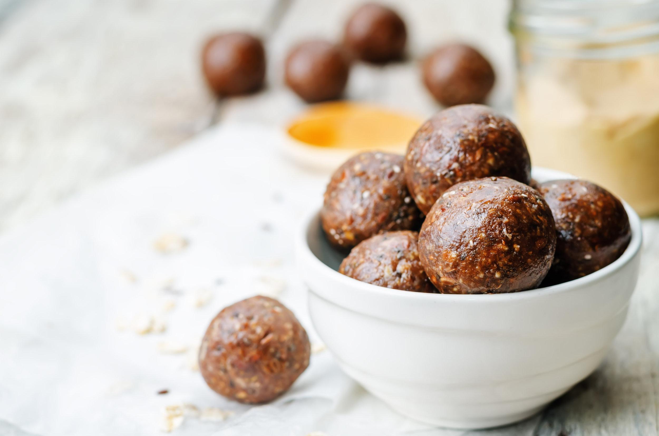 Raw vegan peanut butter oat coconut cacao balls. the toning.jpg