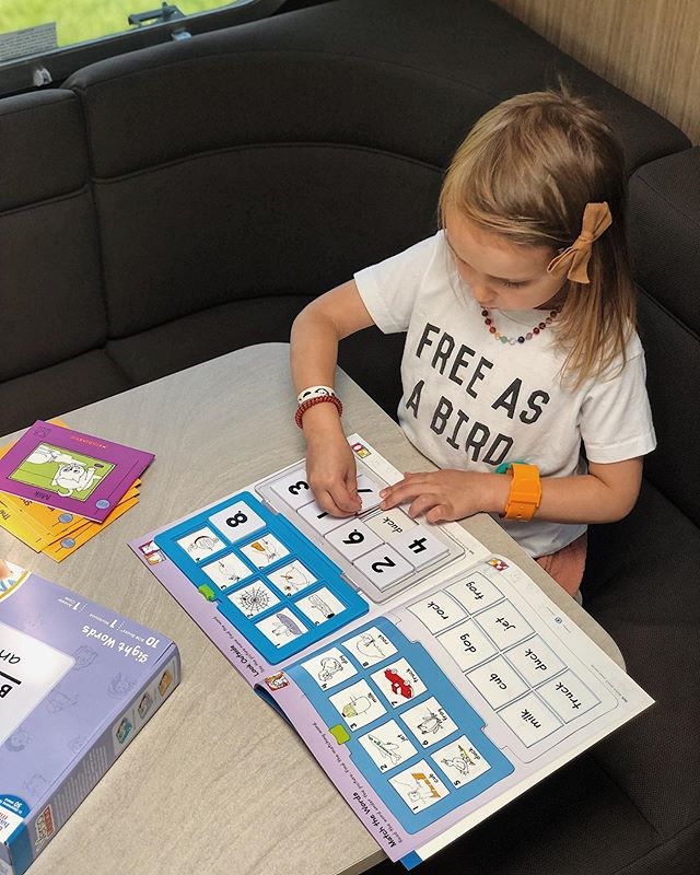 ✨GIVEAWAY✨ We are ALWAYS on the lookout for great products to help teach our daughter how to read, and she has really enjoyed the Learn to Read Bob Books and VersaTiles - Sight Words Set from @hand2mindinc. They make learning fun, and she has engaged with them really well! The books help teach her words, and then the VersaTiles activities reinforce and build confidence in what she's learning. 