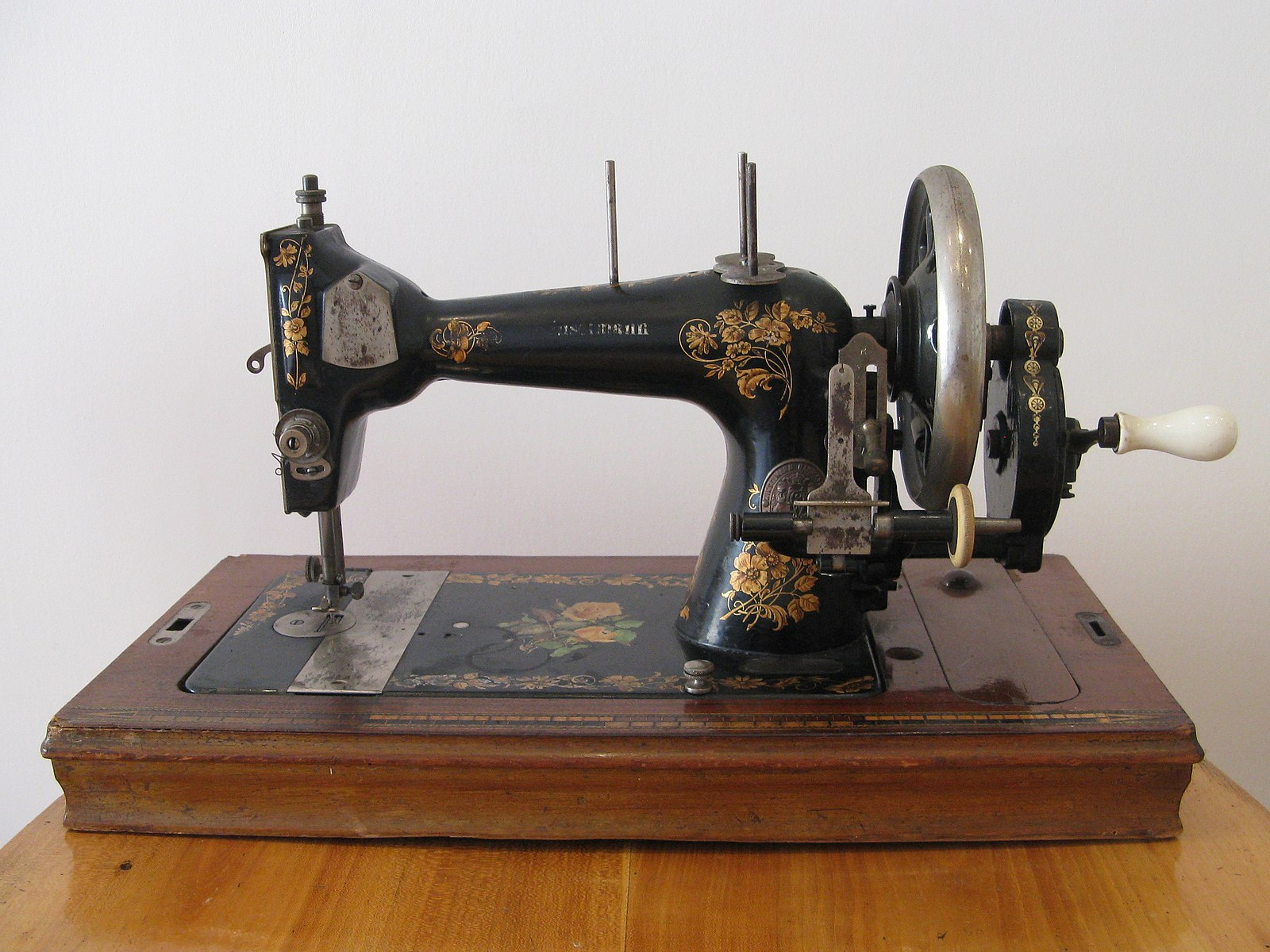1600px-Winselmann_sewing_machine.jpg