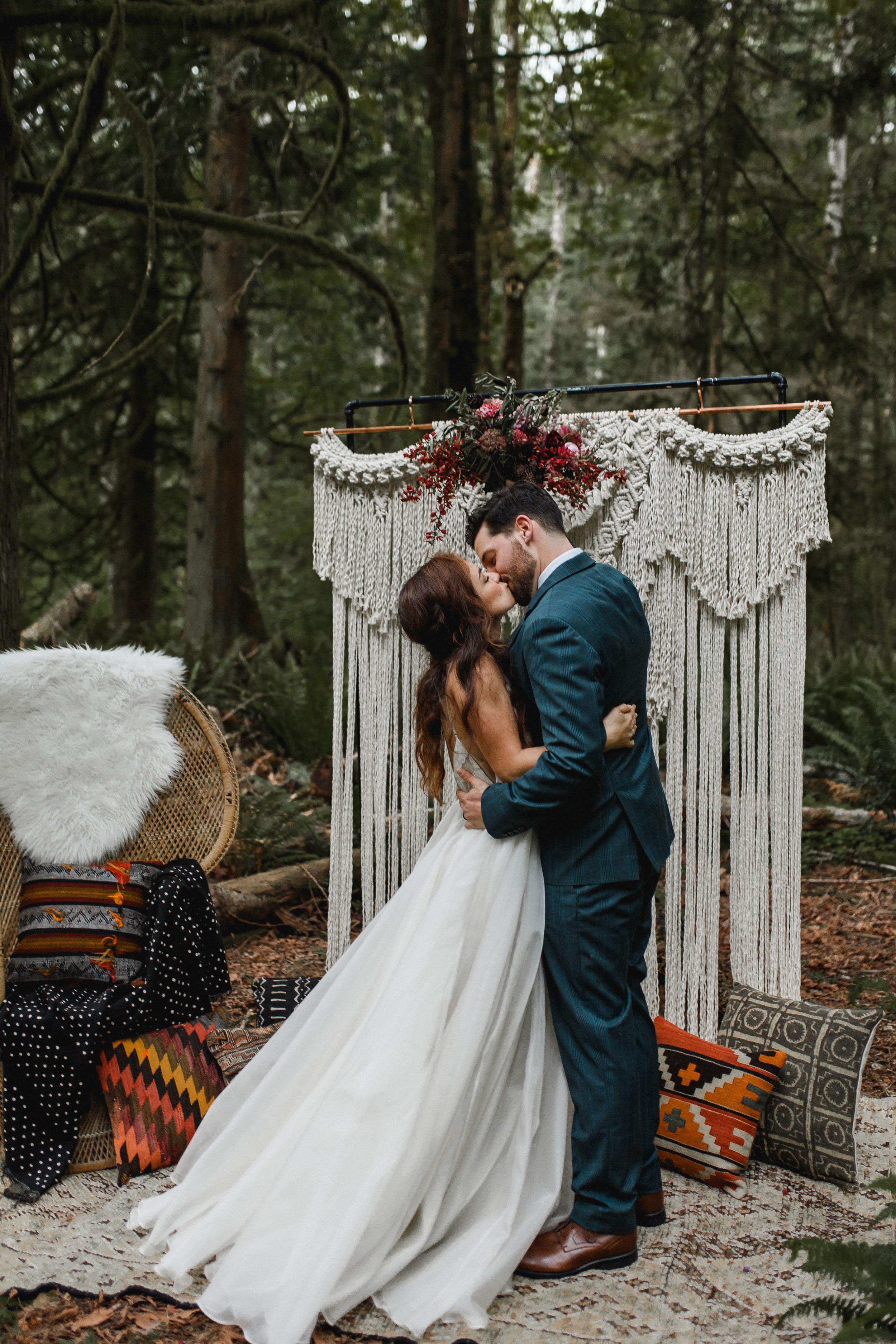 deep-woods-boho-elopement-53.jpg