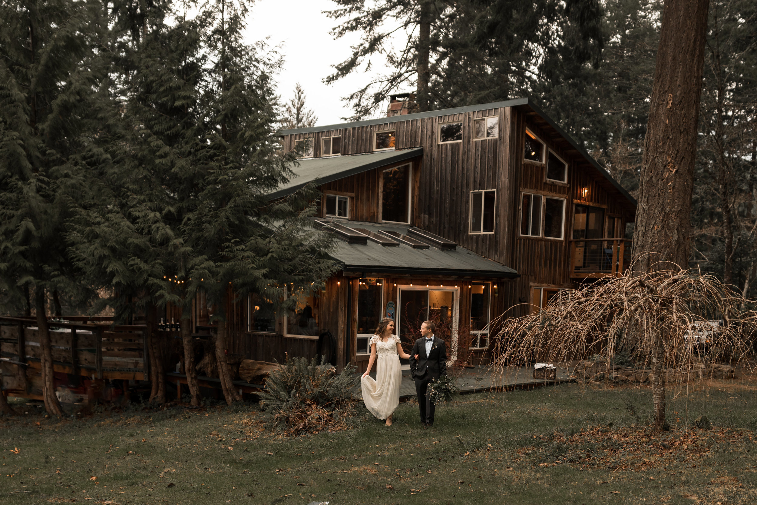 Airbnb Wedding in the Columbia River Gorge | Between the Pine Photography