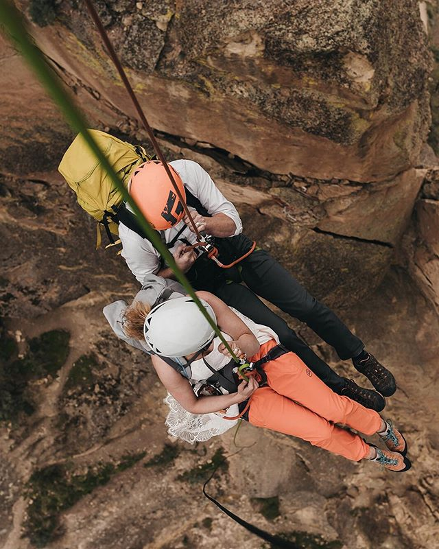 Sometimes you just have to rappel off a giant rock to celebrate getting eloped while your rescue pup waits for you below (swipe to the last photos to see what I mean!) 🙌🏻 Brenna and Zach made this day embody exactly who they are as a couple and after documenting this elopement, I because more passionate about this topic. If your more extroverted, introverted, adventurous, or prefer drive up overlooks, there is always room for you in front of my camera. Let's document what makes you and your love YOU- weird quirks and all 😊 VENDORS: Amazing Second shooter: @cedarandpines  Dress: @davidsbridal  Gear: @mammutna @blackdiamond @patagonia @lasportivana . . . . . . . . #betweenthepine #greenweddingshoes #elopementphotographer #adventerouswedding #wanderingweddings #adventurewedding #allaboutadventures #pnwweddingphotographer #washingtonelopementphotographer #washingtonweddingphotographer #adventureweddingphotographer #adventurouslovestories #adventureelopementphotographer #elope #pnwonderland #oregonelopementphotographer #thatpnwlife #monkeyfacerock #smithrockstatepark #smithrock #bendelopement #bendelopementphotographer #climbingelopement #rei1440project #outsidemagazine #climbing
