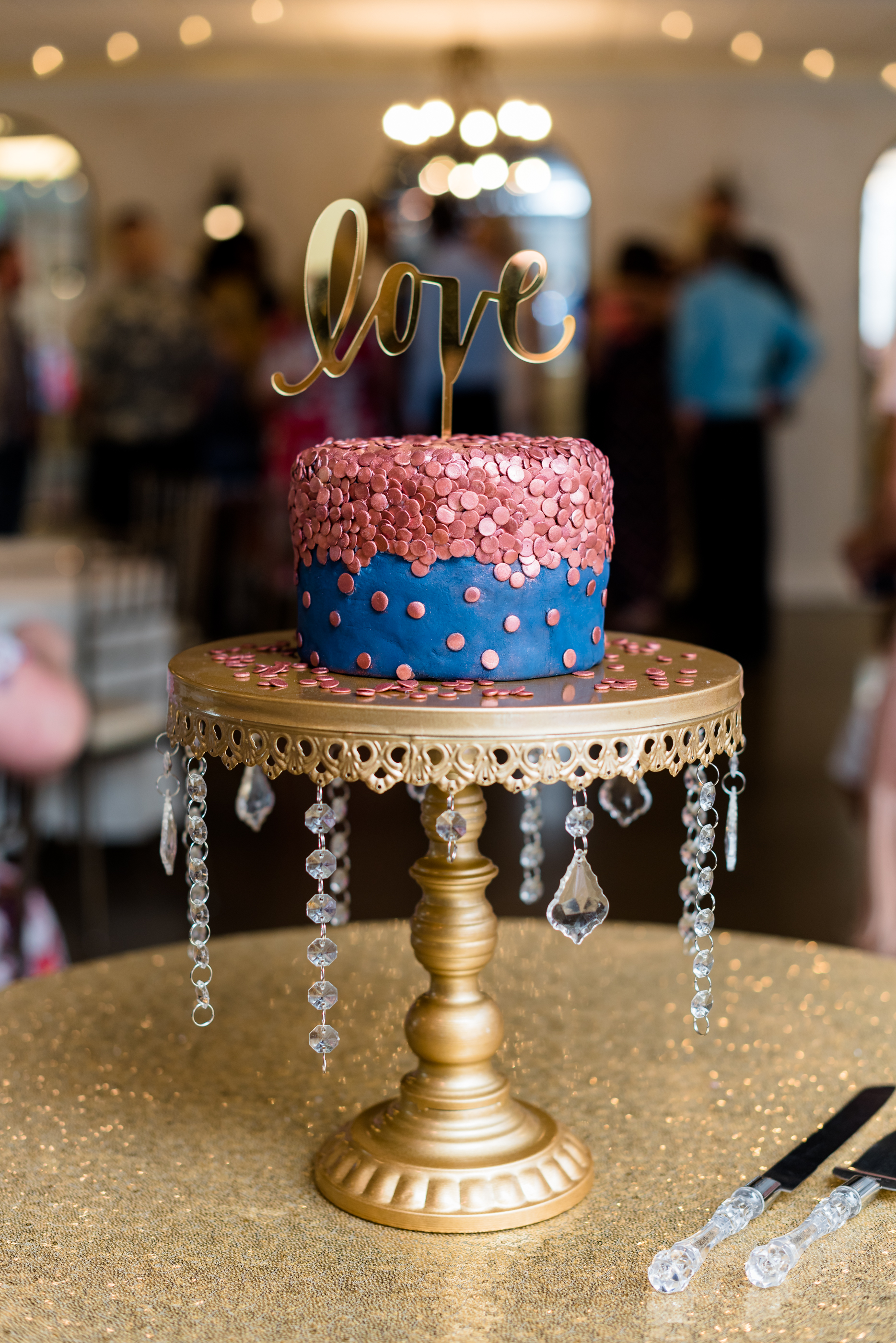 I love the bride and groom personal cake! Love!!