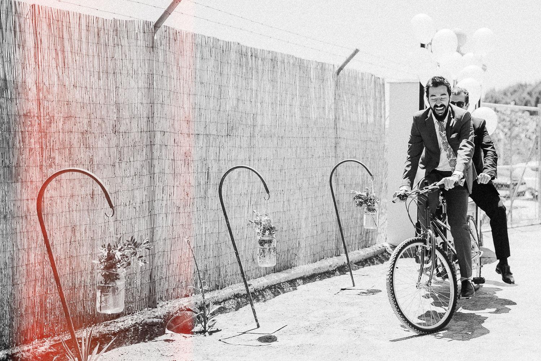 novios en bicicleta boda diferente sevilla