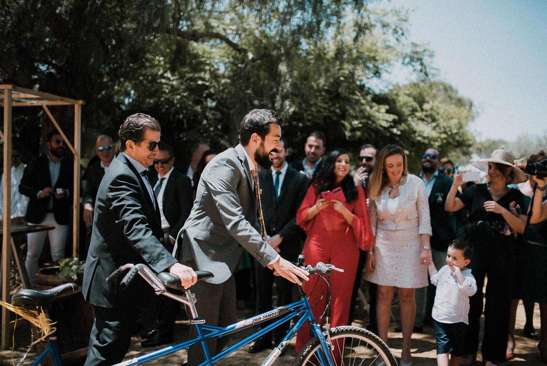 novios bicicleta boda diferente sevilla