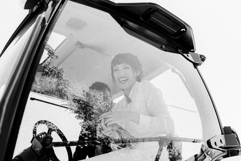 novia llega tractor boda sevilla