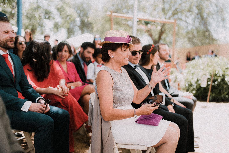 invitados sevilla sonriendo boda diferente sevilla