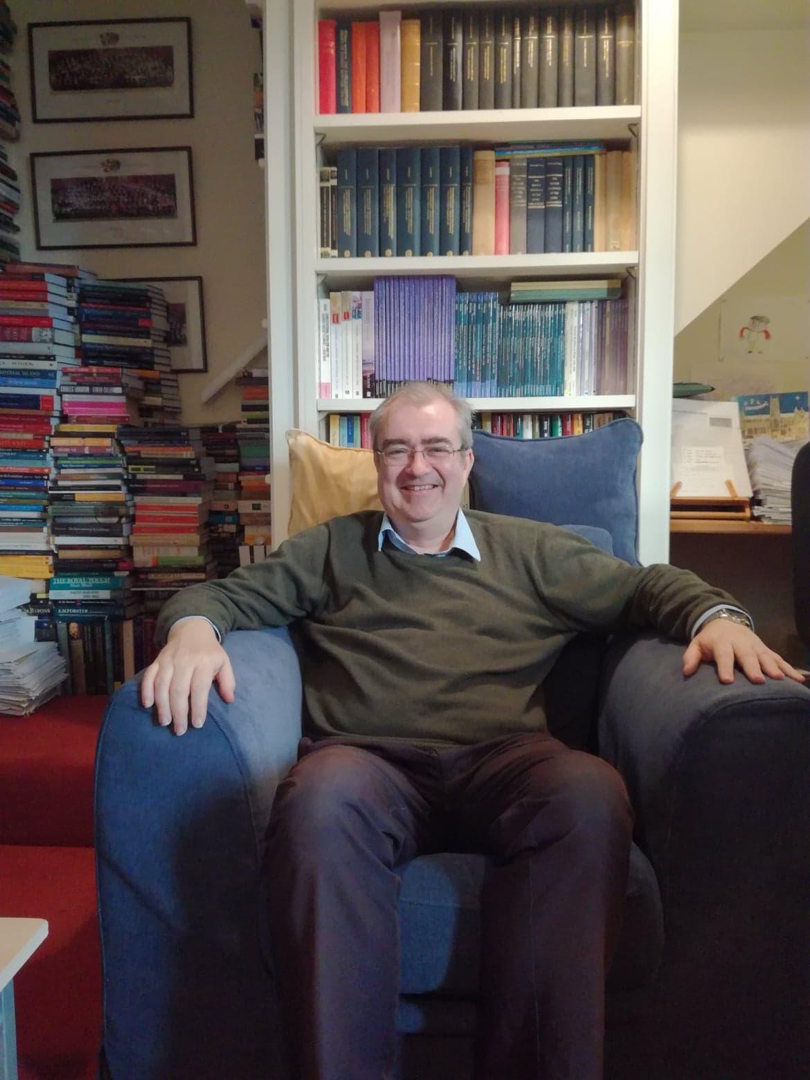 Haastattelu haastattelijan kanssa - Tänään meillä on haastattelussa lehtori David Smith. David on opettanut historiaa Cambridgessa 80-luvun loppupuolelta saakka ja hänen tutkimuksensa kohdistuu Britannian 1600-luvun poliittiseen, parlamentaariseen ja uskonnolliseen historiaan. Davidilla on pitkä kokemus hakijoiden haastattelemisesta ja hän kertookin meille, kuinka valmistautua hakemiseen ja haastatteluun, jos on kiinnostunut humanististen alojen opiskelusta Cambridgessa tai Oxfordissa.Lue koko haastattelu tästä.