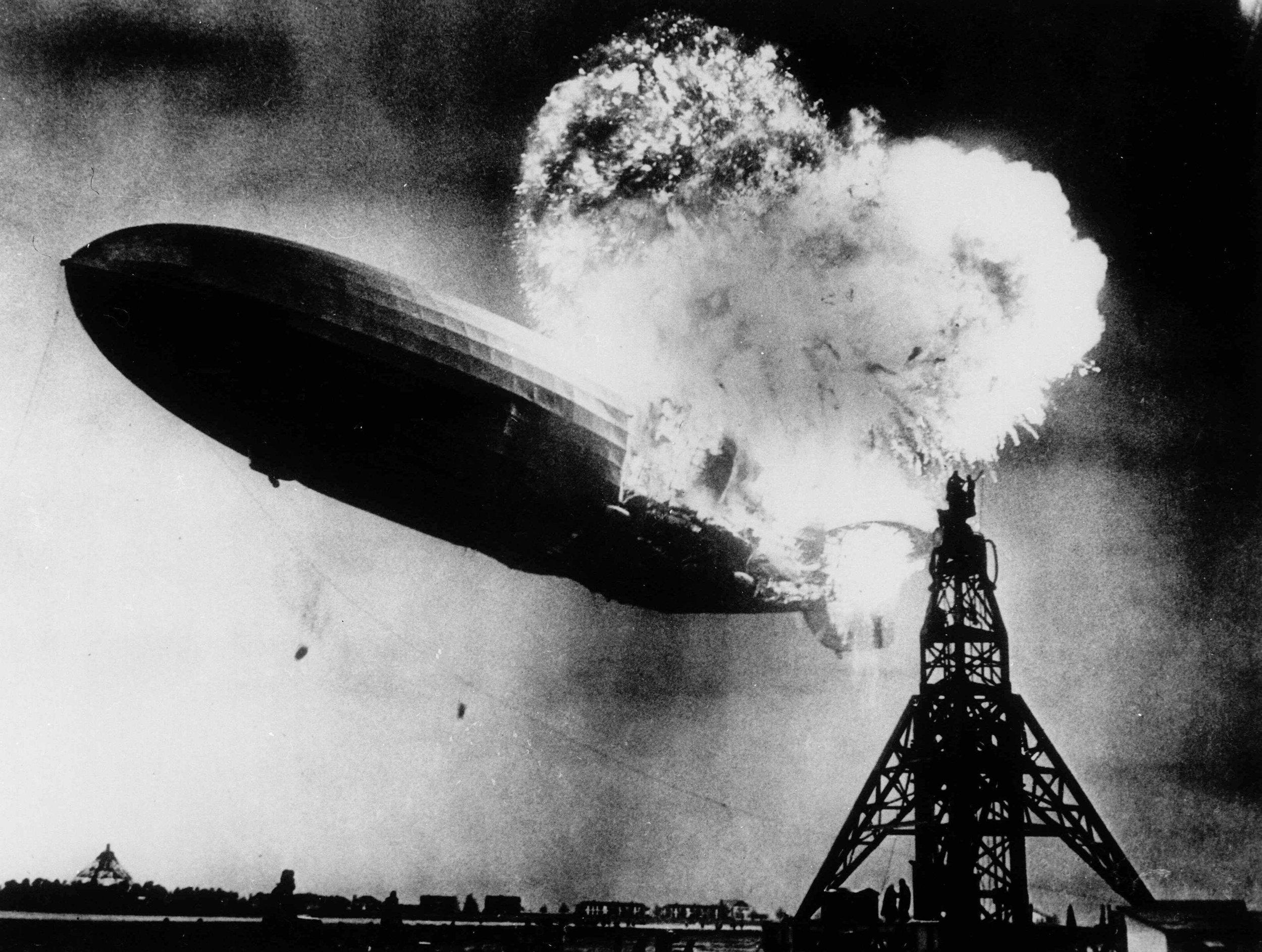 Hindenburg_burning,_1937.jpg