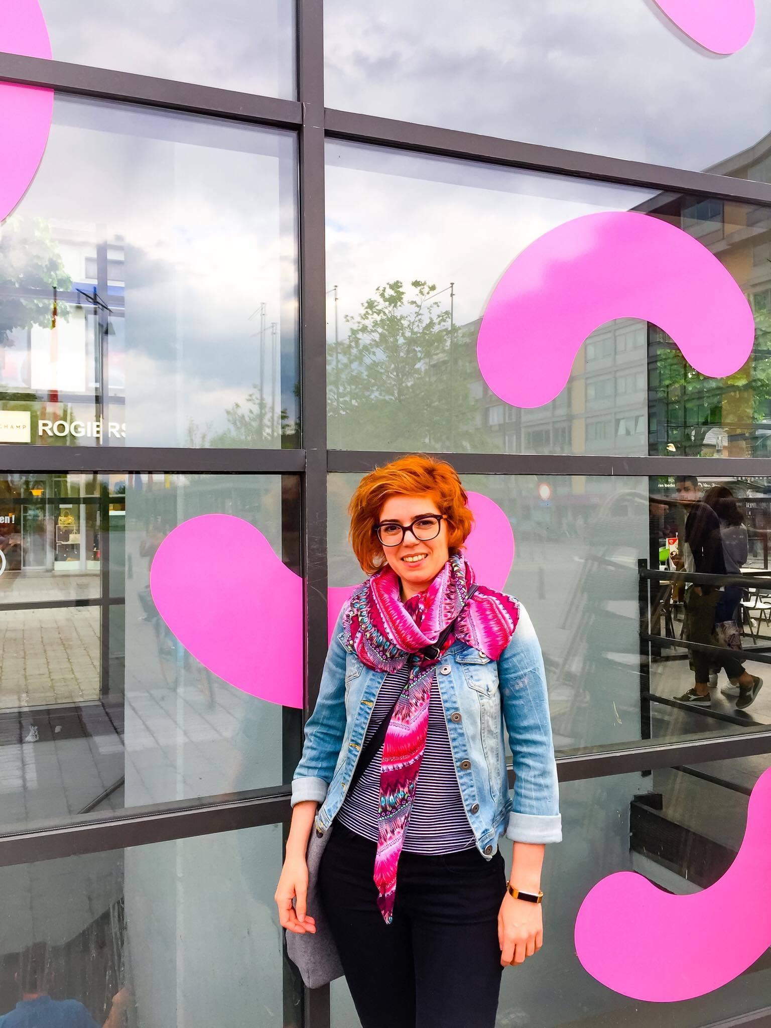 Tine Versleegers: met haar mooie patronen doet ze aan storytelling - I love Hasselt is een feel good magazine over, voor en door Hasselaren. Zij brengen het verhaal van creatieve mensen uit Hasselt. Oprichter Gama Putra interviewde me naar aanleiding van mijn deelname aan de mei-editie van Bizidee's Pop Poll.