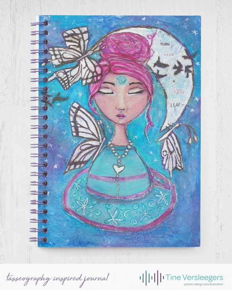 Notitieboekje met mixed media art geïnspireerd door tasseografie - de kunst van het lezen van theeblaadjes, ideaal voor theefanaten