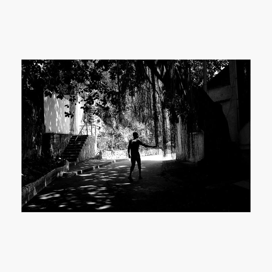 ©-2017-Harry-W-Edmonds-London-Street-Photographer-Santa-Marta-Photographer's-Note-Silhouette.jpg