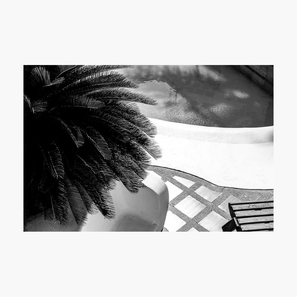 ©-2017-Harry-W-Edmonds-London-Street-Photographer-Santa-Marta-Photographer's-Note-Pool.jpg