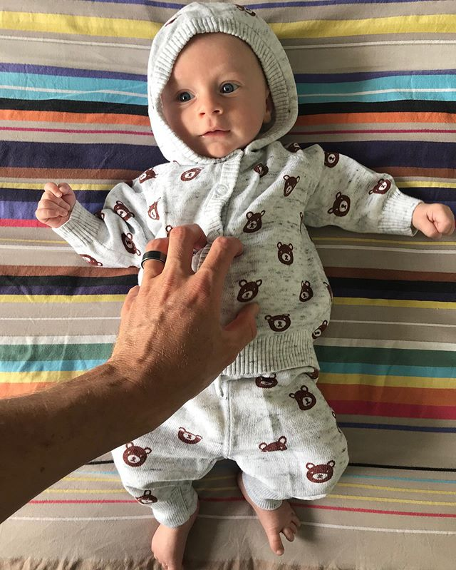 When you finally fit into your cute winter threads... halfway through a Queensland spring. Think we need to plan a trip to @tasmania 😆✈️ #10weeks #ziggy