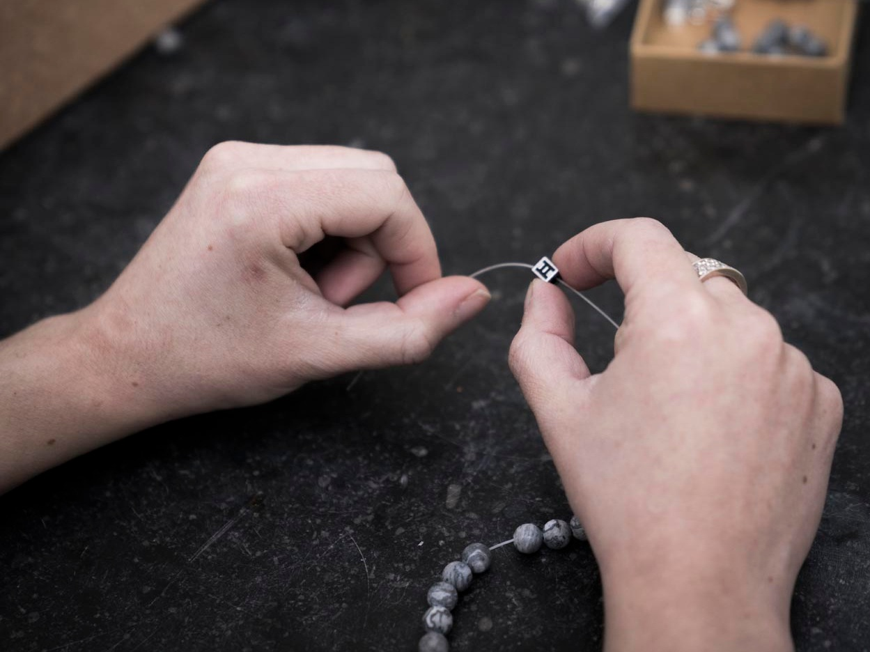 Handmade in Belgium - Our bracelets are made in 3 social business projects in Belgium, where we employ more than 80 people. Since 2018, we are proud to be officially recognised as a Handmade in Belgium product by the Belgian association UNIZO.