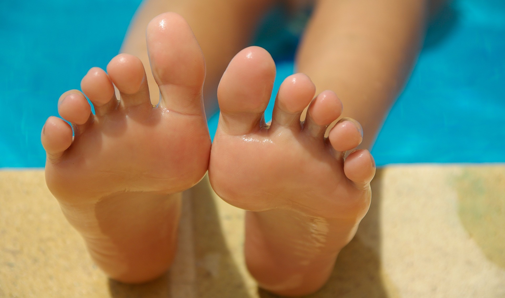 feet-830503_1920.jpg