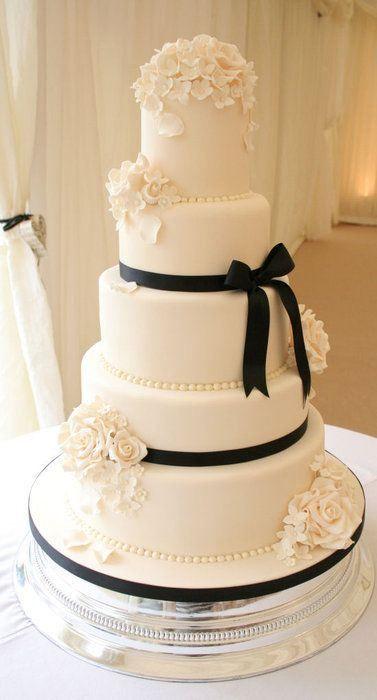Black and white wedding cake via  Pinterest