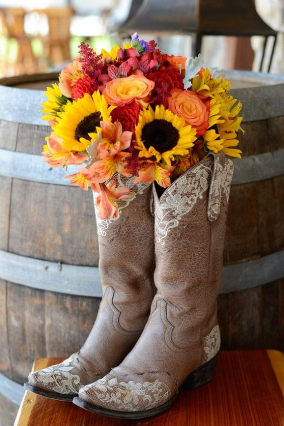 Photo via  Eureka Photography  // Featured on  Rustic Wedding Chic