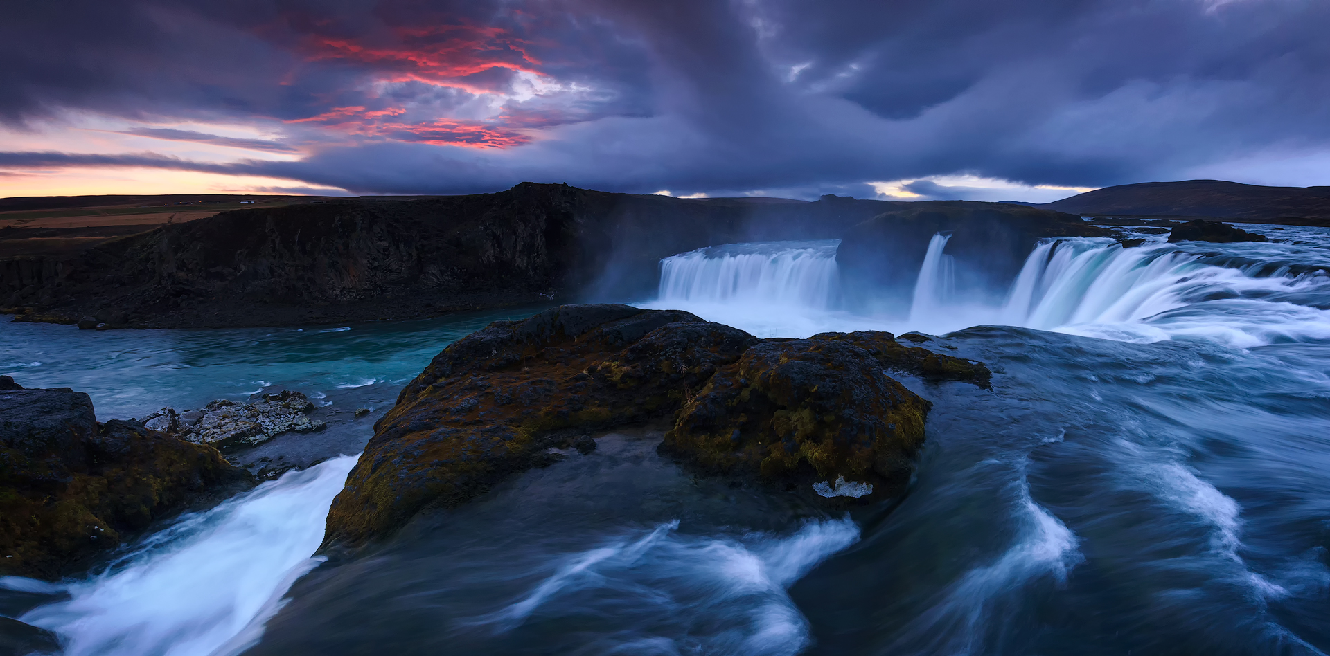 (Godafoss, Iceland)