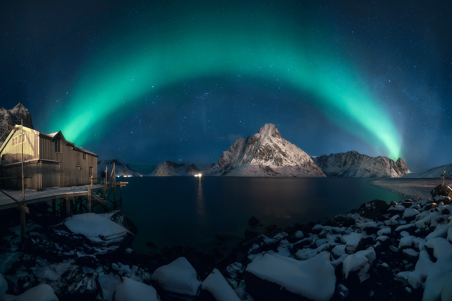 Weak northern lights panorama.