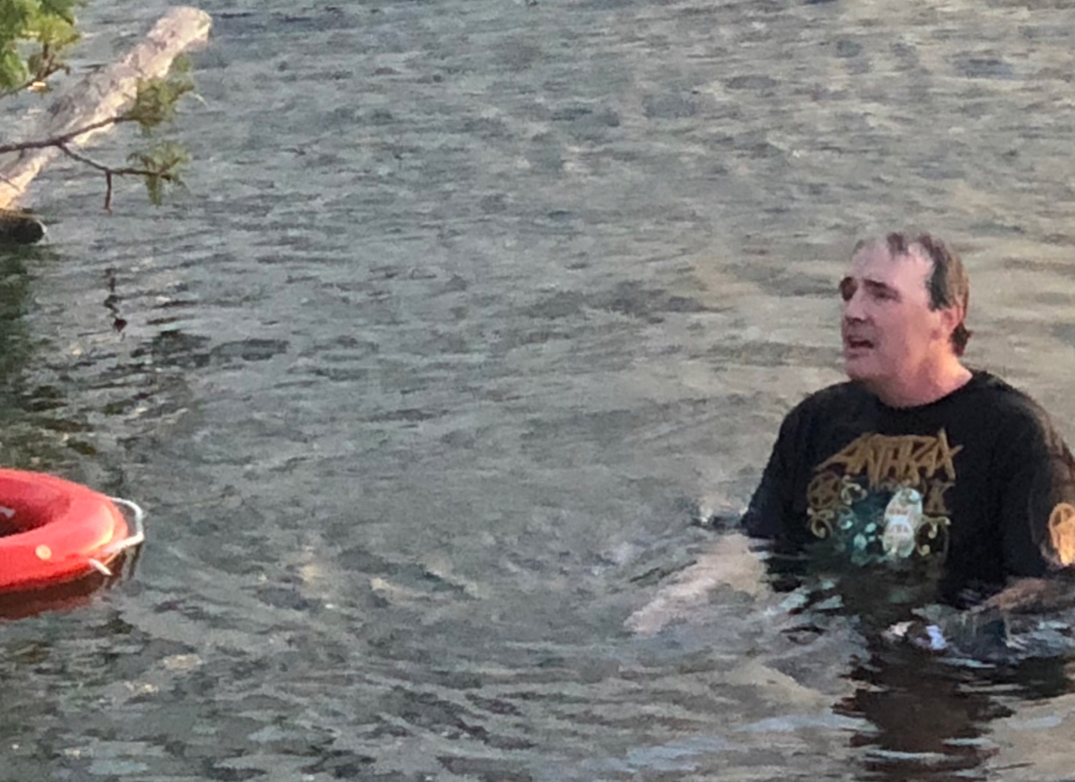 "2019-07-15 07_12_33-Scott Ian on Instagram_ ""Fan of the tour. He got kicked out and tried to swim ba.png"