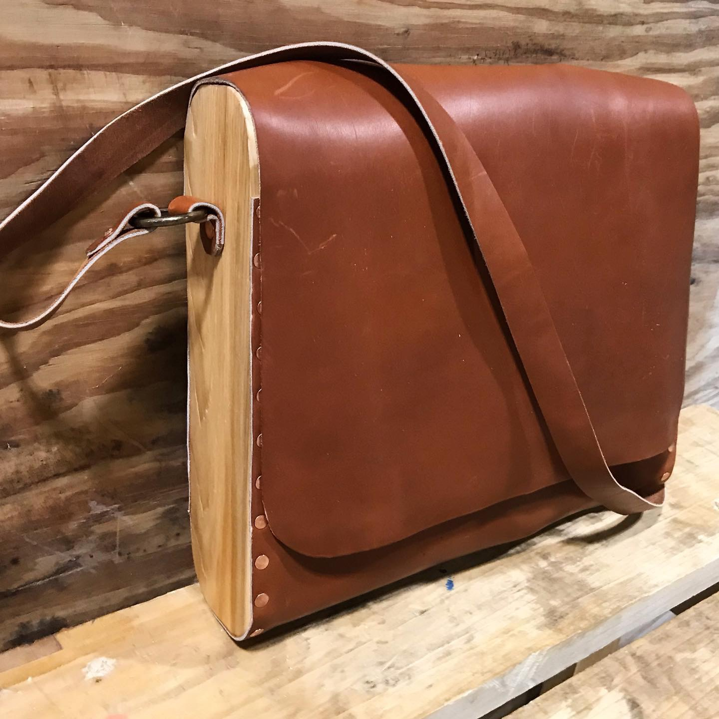 Hands-On-Deck_Wood-Leather_Bag.JPG