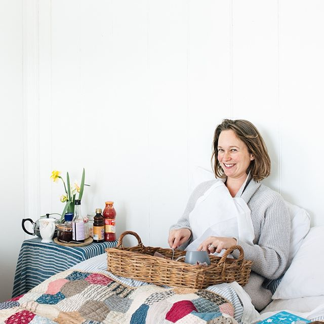 This is the picture of a woman who a) lives for breakfast in bed b) can often be found there with Karl Ove Knausgaard and crumbs (note: crumbs is not the name of her pet cat). Does she need help? . . To find out what's in the post this week from the two friends, download the latest episode on iTunes, Spotify or your favourite podcast app. . . For more - see the episode notes on the Dispatch website and check your inbox for the latest edition of Dispatchers' Digest (or sign up to receive it).