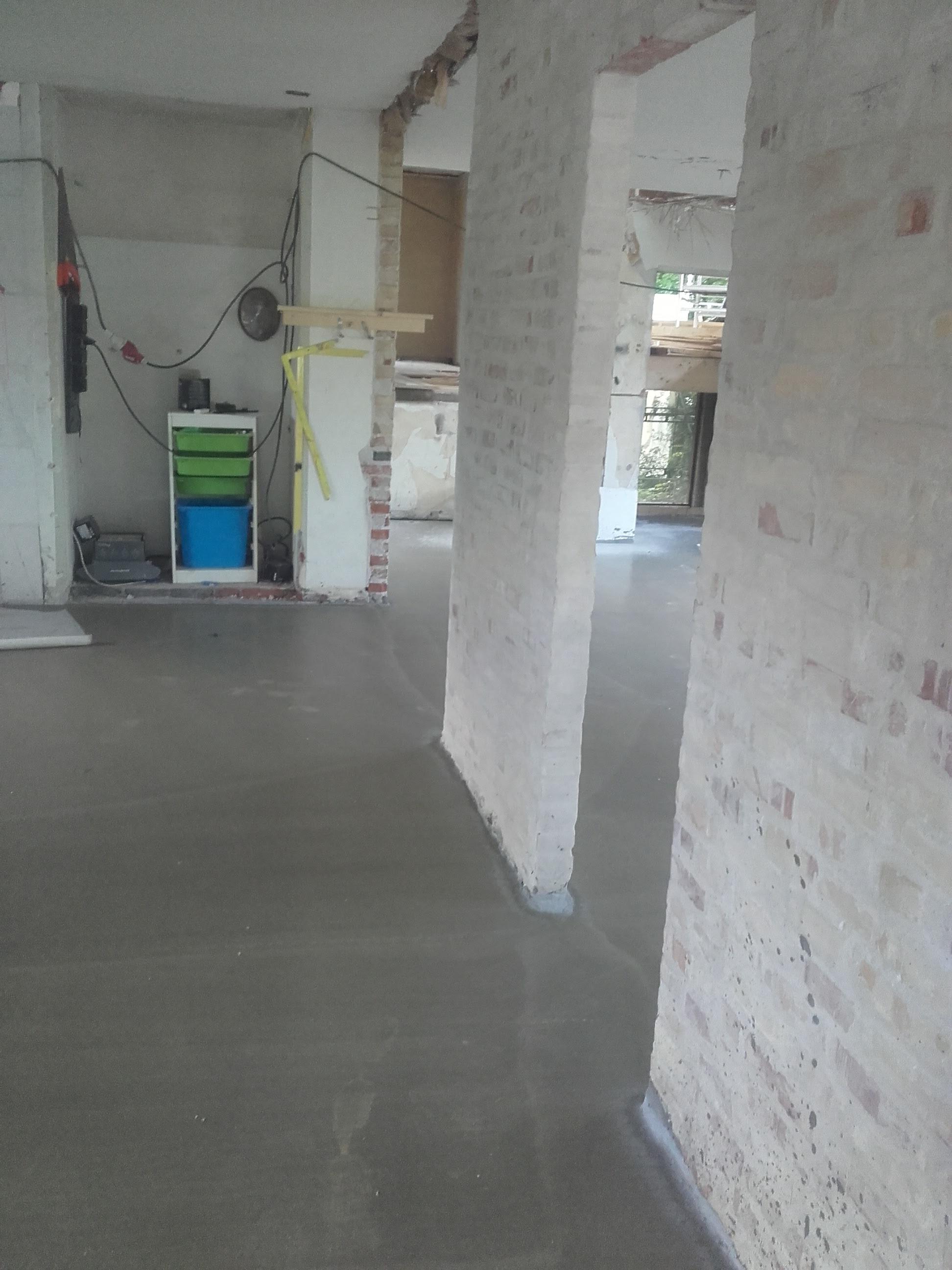Støbning af gulve til klargøring for både klinkegulve og trægulve.